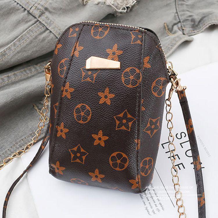 Túi đeo chéo nâu họa tiết mini tiện lợi 1
