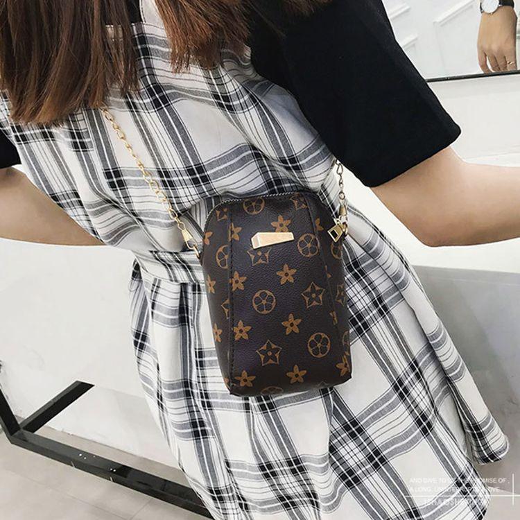Túi đeo chéo nâu họa tiết mini tiện lợi 6
